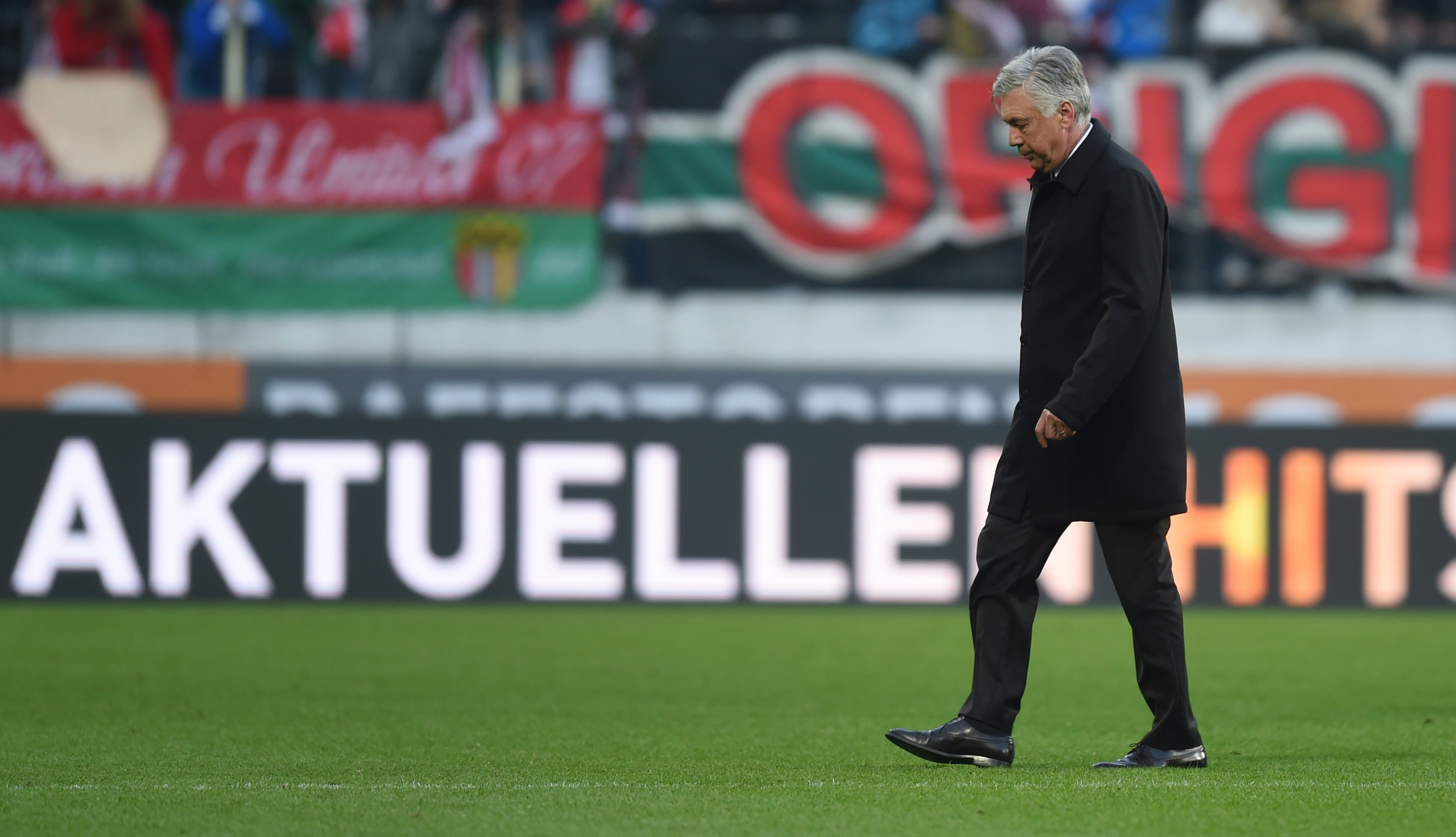 Bayern Munich's Italian headcoach Carlo Ancelotti leaves the stadium after the German first division Bundesliga football match between FC Augsburg and FC Bayern Munich in Augsburg, southern Germany, on October 29, 2016. / AFP / CHRISTOF STACHE / RESTRICTIONS: DURING MATCH TIME: DFL RULES TO LIMIT THE ONLINE USAGE TO 15 PICTURES PER MATCH AND FORBID IMAGE SEQUENCES TO SIMULATE VIDEO. == RESTRICTED TO EDITORIAL USE == FOR FURTHER QUERIES PLEASE CONTACT DFL DIRECTLY AT + 49 69 650050 (Photo credit should read CHRISTOF STACHE/AFP/Getty Images)