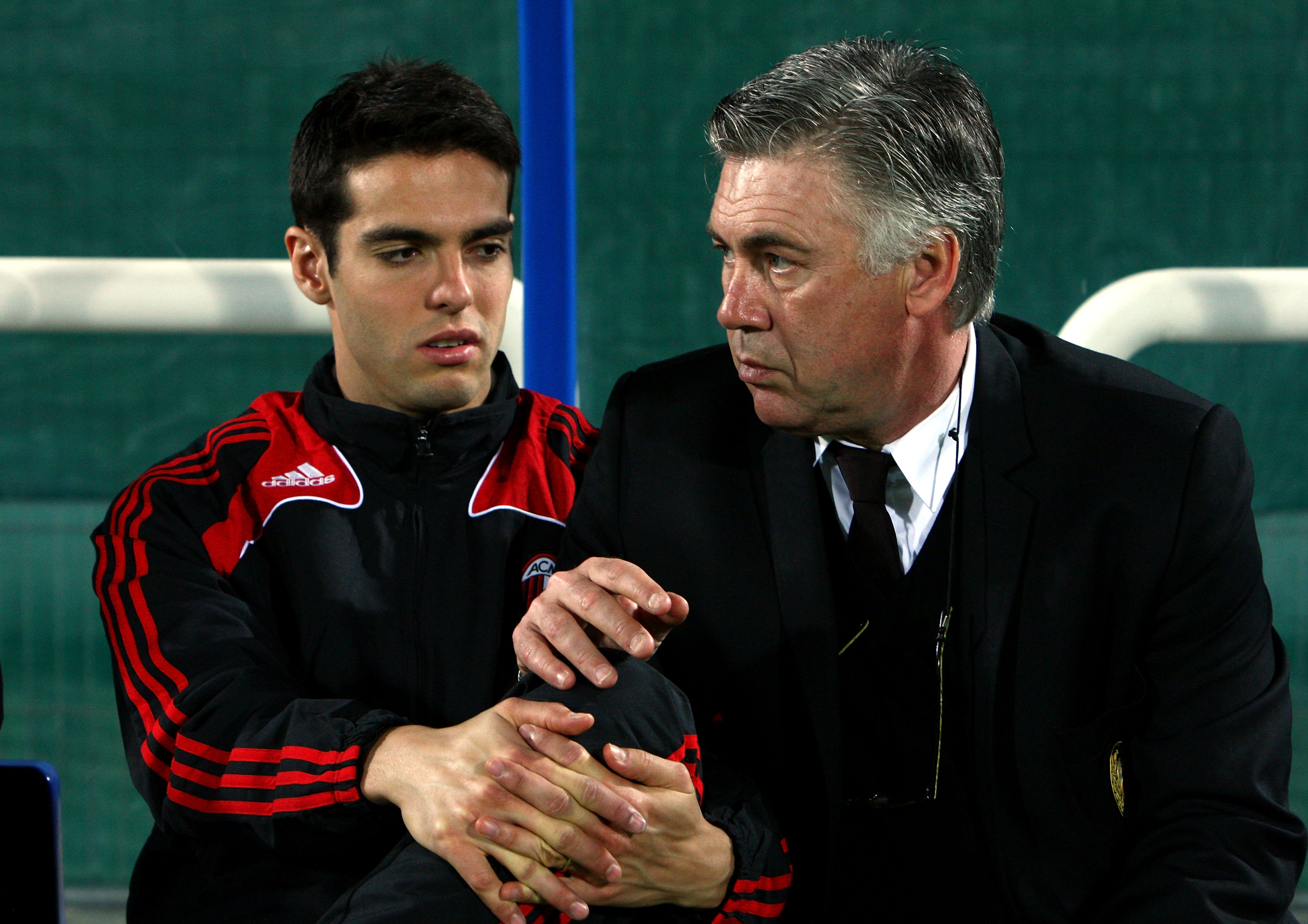 DUBAI, UNITED ARAB EMIRATES - JANUARY 06: Kaka (L) of AC Milan speaks with Carlo Ancelotti (R), manager of AC Milan before the Dubai Football Challenge match between AC Milan and Hamburger SV at The Emirates Sevens Stadium on January 6, 2009 in Dubai, United Arab Emirates. (Photo by Ryan Pierse/Getty Images)