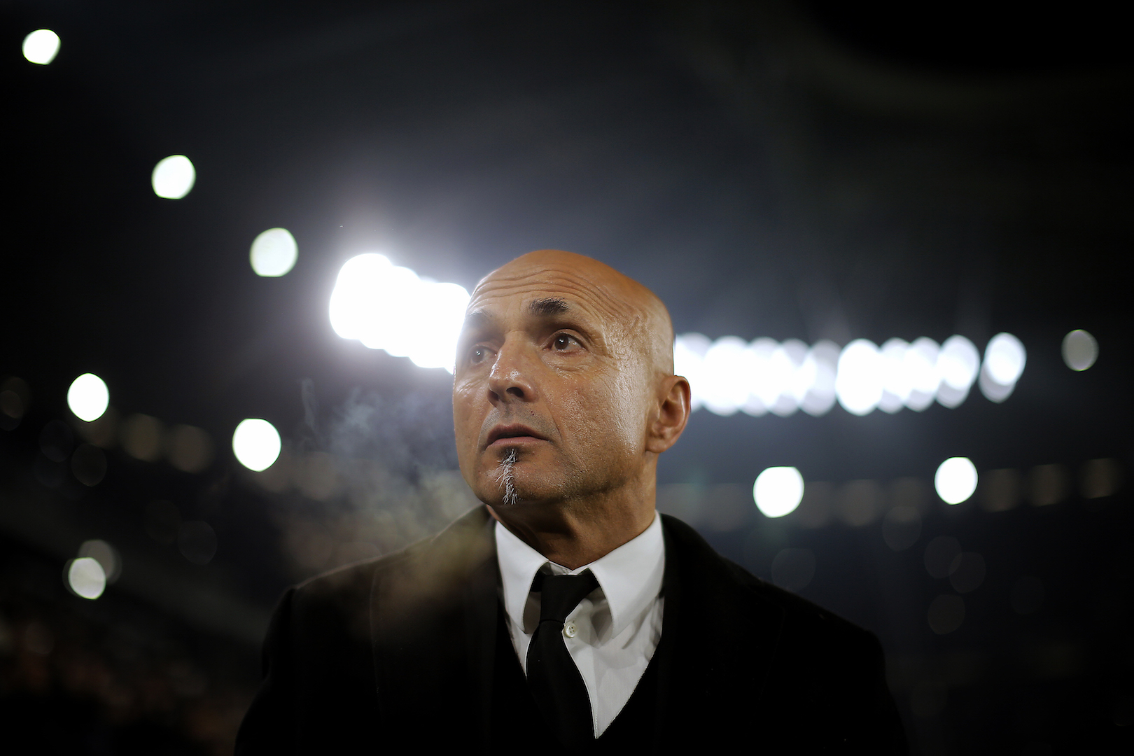AS Roma's coach Luciano Spalletti looks on during the Italian Serie A football match between Juventus and As Roma on December 17, 2016 at the Juventus Stadium, in Turin. / AFP / MARCO BERTORELLO (Photo credit should read MARCO BERTORELLO/AFP/Getty Images)