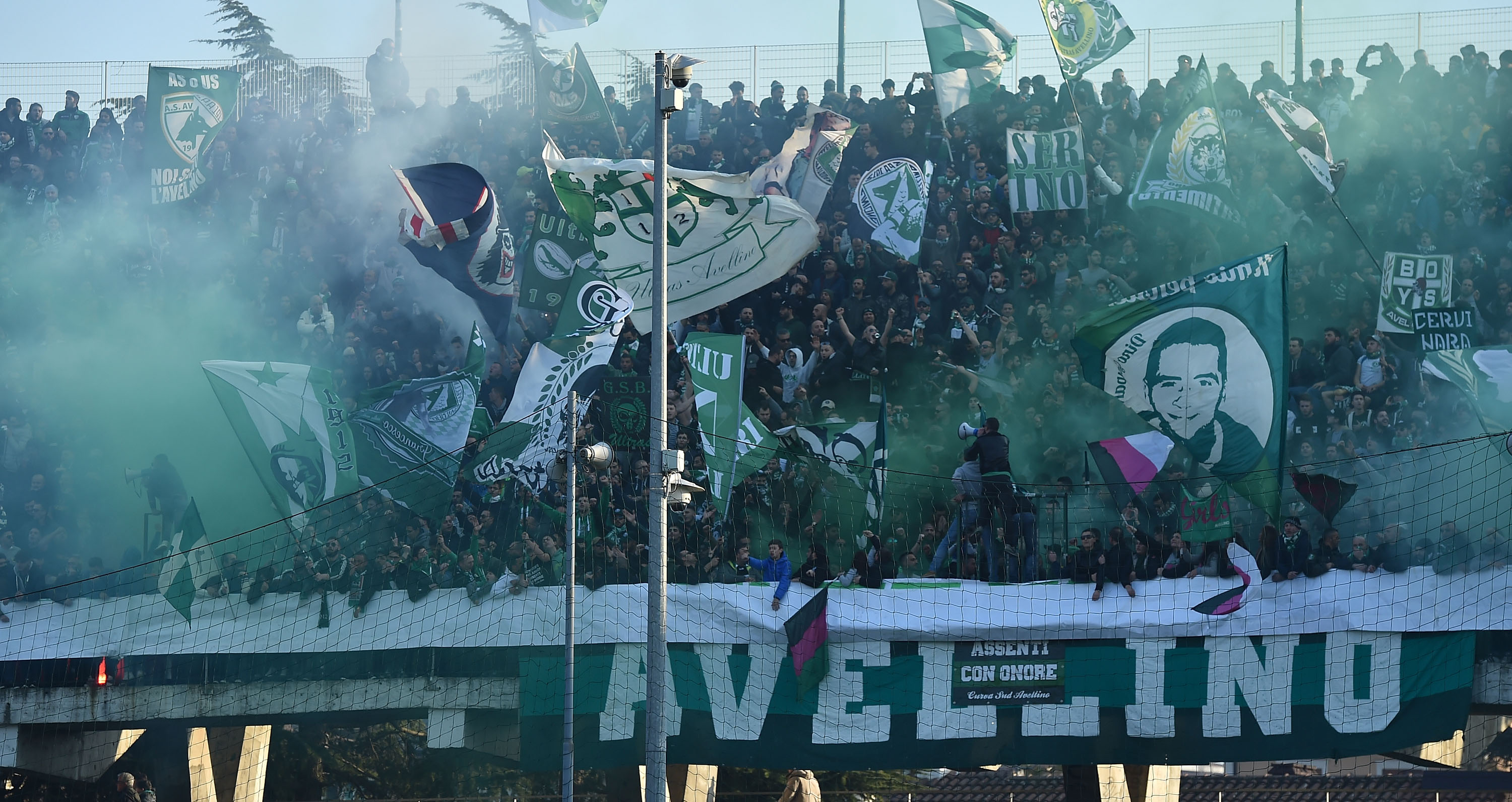 AVELLINO, ITALY - DECEMBER 10: Fans of US Avellino prior the Serie B match between US Avellino and Benevento Calcio at Stadio Partenio on December 10, 2016 in Avellino, Italy. (Photo by Giuseppe Bellini/Getty Images)