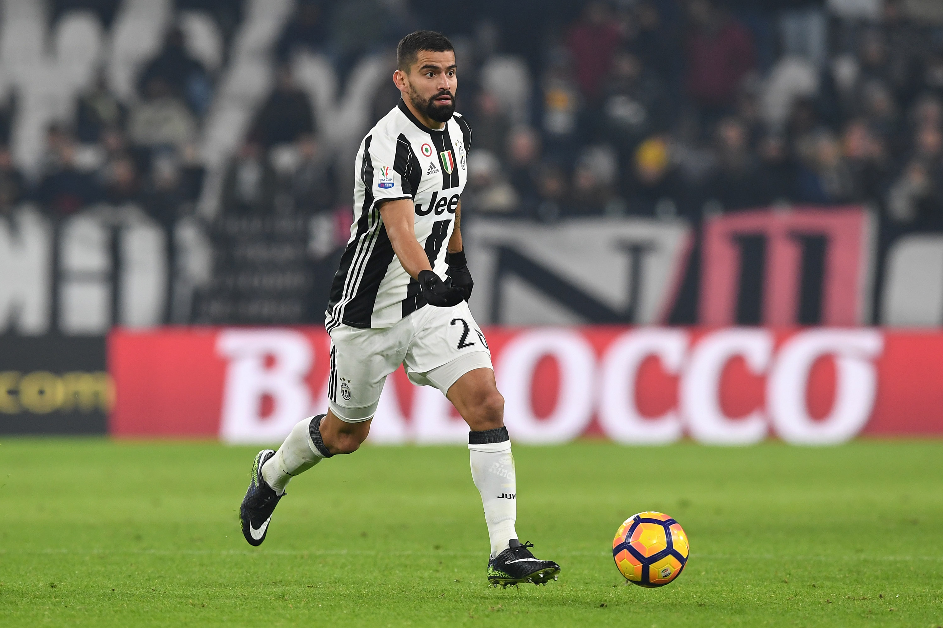 TURIN, ITALY - JANUARY 11: Tomas Rincon of FC Juventus in action during the TIM Cup match between FC Juventus and Atalanta BC at Juventus Stadium on January 11, 2017 in Turin, Italy. (Photo by Valerio Pennicino/Getty Images)