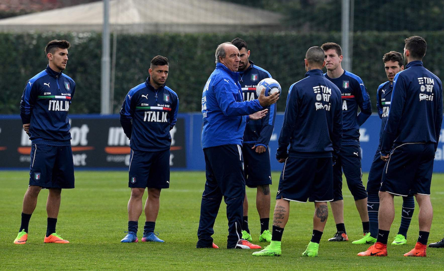 FLORENCE, ITALY - FEBRUARY 21: Italian national team head coach Giampiero Ventura (C) reacts during the training session at the club's training ground at Coverciano on February 21, 2017 in Florence, Italy. (Photo by Claudio Villa/Getty Images)