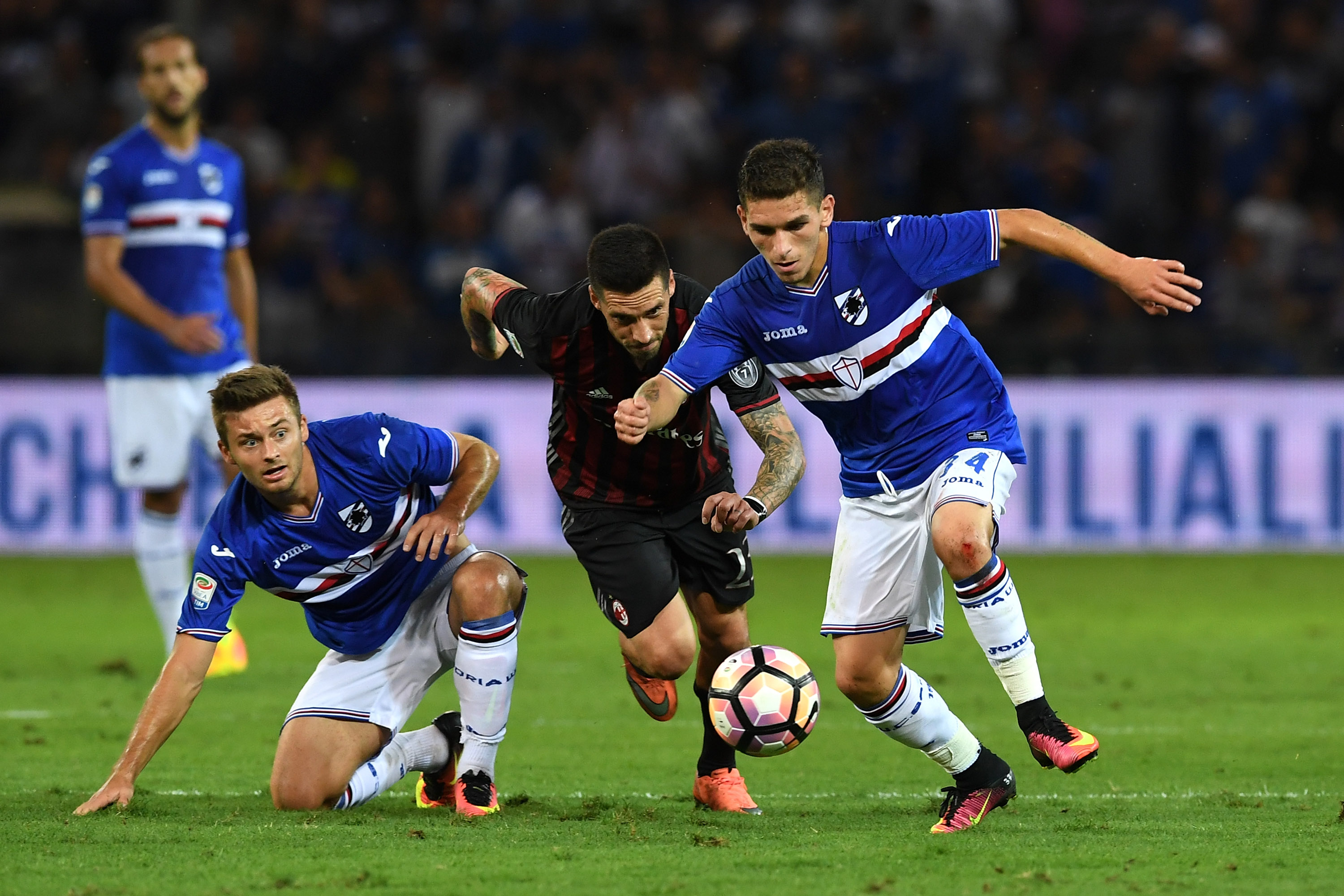 GENOA, ITALY - SEPTEMBER 16: Lucas Sebastian Torreira (R) of UC Sampdoria in action against Jose Sosa of AC Milan during the Serie A match between UC Sampdoria and AC Milan at Stadio Luigi Ferraris on September 16, 2016 in Genoa, Italy. (Photo by Valerio Pennicino/Getty Images)