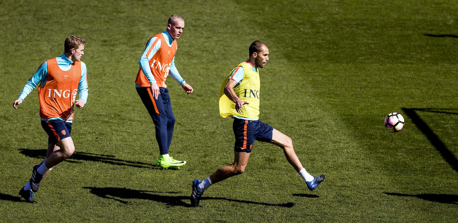 Dutch national players Matthijs de Ligt, Rick Karsdorp and Bas Dost practice during a training session ahead of the friendly football match Netherland vs Italy in Alkmaar, on March 27, 2017. / AFP PHOTO / ANP / Koen van Weel / Netherlands OUT (Photo credit should read KOEN VAN WEEL/AFP/Getty Images)