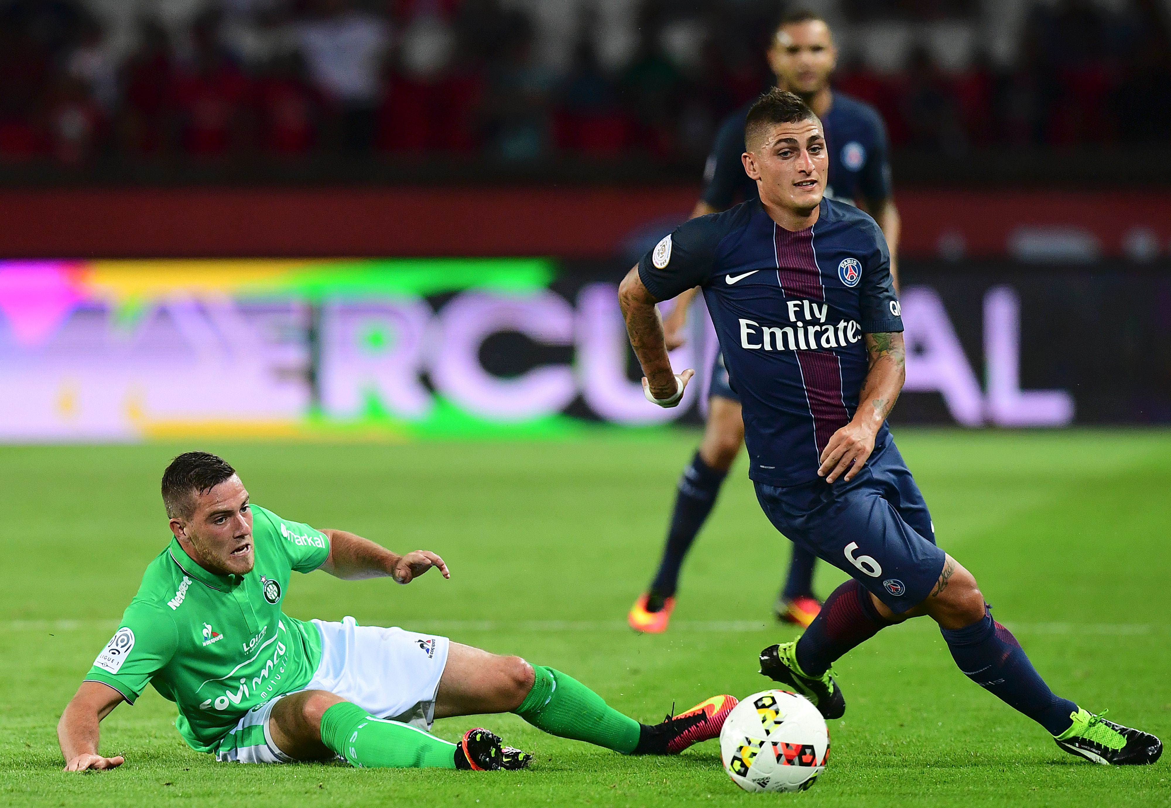 Paris Saint-Germain's Italian midfielder Marco Verratti (R) is tackled by Saint-Etienne's French midfielder Jordan Veretout during the French L1 football match between Paris Saint-Germain and Saint-Etienne at the Parc des Princes stadium in Paris on September 9, 2016. / AFP / FRANCK FIFE (Photo credit should read FRANCK FIFE/AFP/Getty Images)