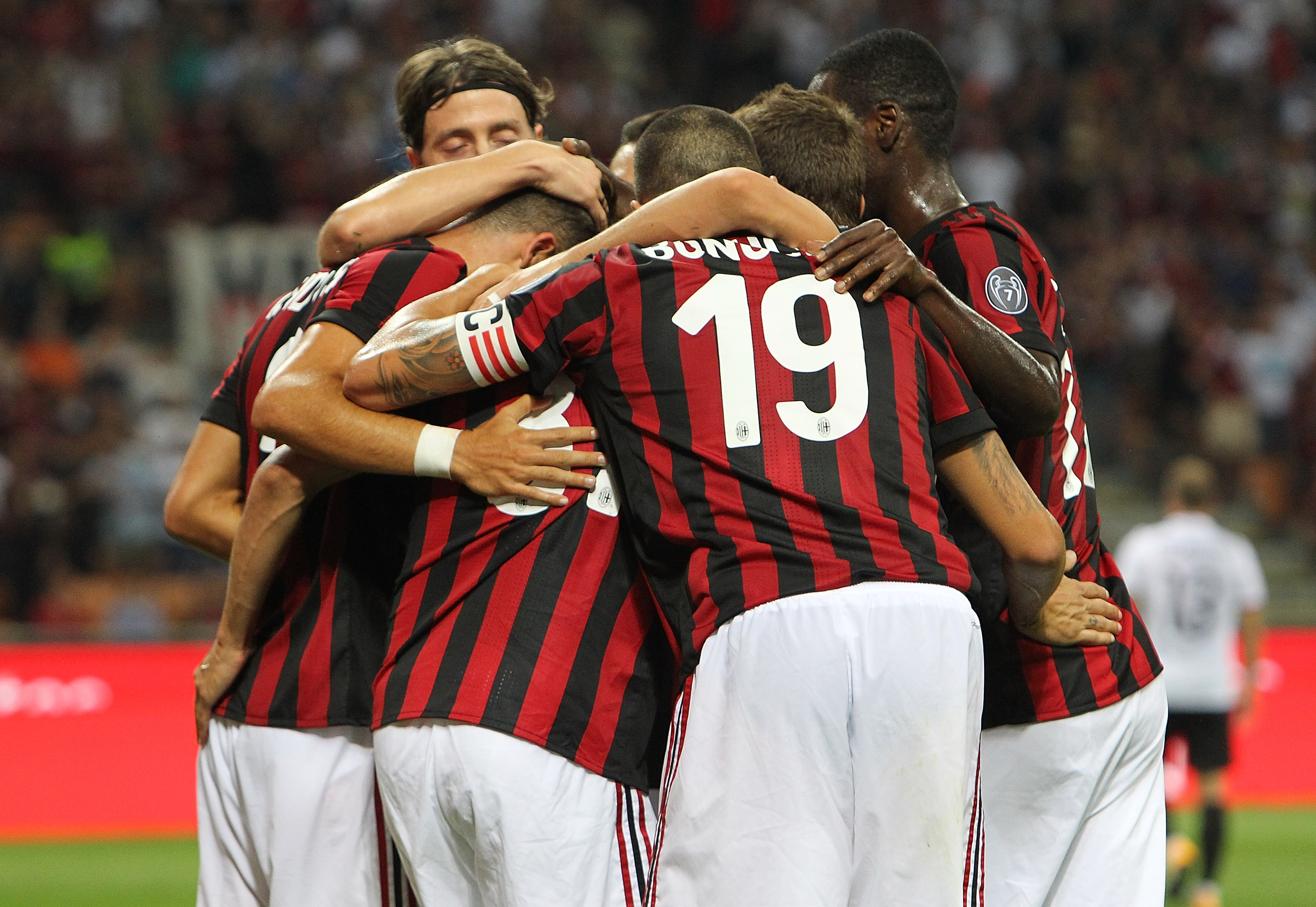 MILAN, ITALY - AUGUST 17: Andre Silva of AC Milan celebrates with his team-mates after scoring the opening goal during the UEFA Europa League Qualifying Play-Offs round first leg match between AC Milan and KF Shkendija 79 at Stadio Giuseppe Meazza on August 17, 2017 in Milan, Italy. (Photo by Marco Luzzani/Getty Images)