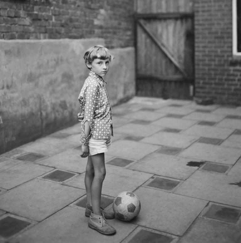 Bambino con la palla, 1974 (John Myers, Galerie Clémentine de la Fèronnière)